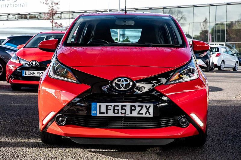 Toyota AYGO (X-TOUCH, REVERSE CAMERA, BLUETOOTH) 1.0 VVT-i x-play 5-Dr