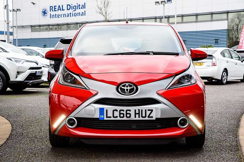 Toyota AYGO X-Play (X-TOUCH, REVERSE CAMERA) 1.0 VVT-i x-play 5-Dr