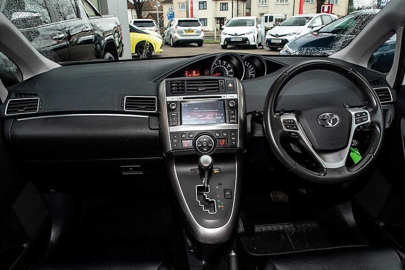 Toyota Verso Trend Plus (NAVIGATION, REAR DVD ENTERTAINMENT) 1.8 V-matic Trend Plus MPV 5-Dr
